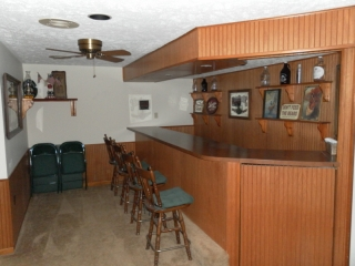 Bar area at Snowman Cabin.